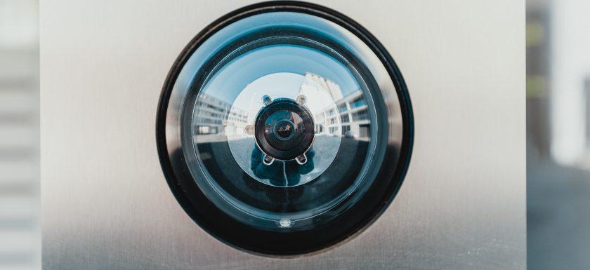 bernard hermant IhcSHrZXFs4 unsplash 840x385 - Fordele ved at have et alarmsystem i din virksomhed