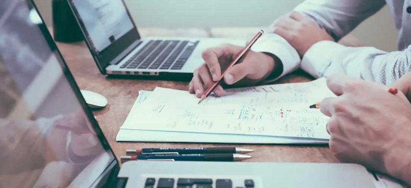 Informationsteknologiens-rolle-i-forretningsverdenen