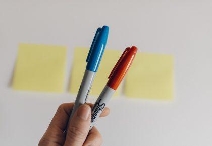 kelly sikkema qaFKsIMv01Y unsplash 420x290 - Værdien af kuglepenne med logo