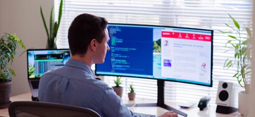 luke peters B6JINerWMz0 unsplash 840x385 - Ergonomisk kontorstol til din arbejdsplads
